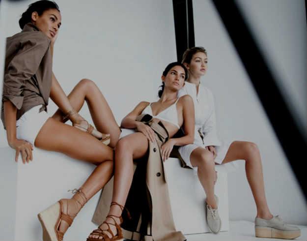 Un desnudo para anunciar zapatos
