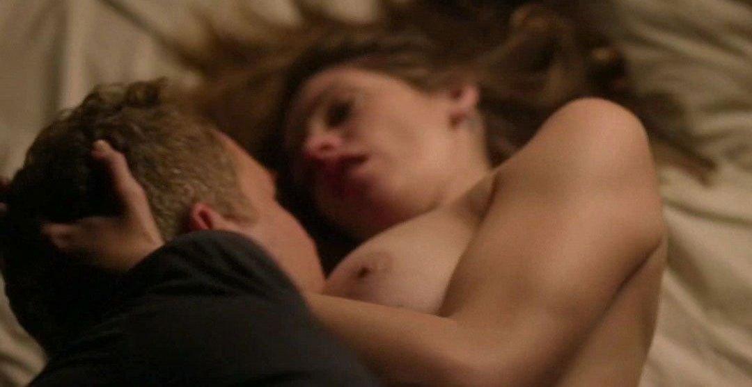 Ashley Greene desnuda en Rogue