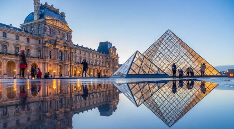 Antes del brote de Corona, el Louvre recibía alrededor de un millón de visitantes en verano cada mes, tres cuartos de ellos extranjeros.